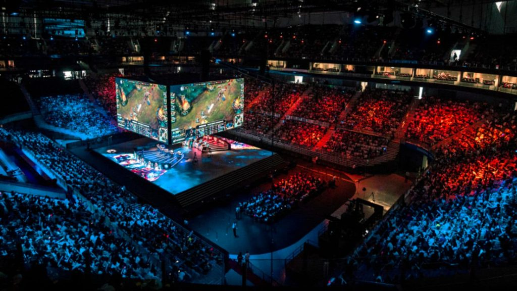 Is League a dying game? Most people think that League of Legends is a dying game, but numbers are telling a different story. eSports scene is growing and so is League